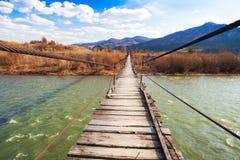 Puente de madera suspendido imagen de archivo libre de regalías