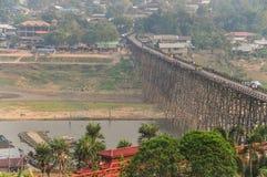 Puente de madera tradicional Foto de archivo
