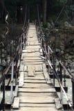 Puente de madera viejo con las correcciones. Imágenes de archivo libres de regalías