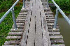 Puente de madera viejo del canal Imágenes de archivo libres de regalías