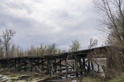Puente de madera viejo encima Foto de archivo
