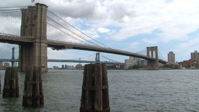 Puente de Manhattan y de Brooklyn en Nueva York almacen de video