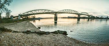 Puente de Maria Valeria de Esztergom a Sturovo imagen de archivo libre de regalías