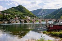 Puente de Mehmed Pasa Sokolovic en Visegrado, Bosnia Imagenes de archivo