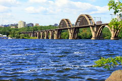 Puente de Merefo-Kherson en Dnipropetrovsk ucrania Imagen de archivo libre de regalías