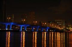 Puente de Miami en la noche Fotografía de archivo libre de regalías