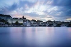Puente de Mittlere sobre el río Rhine, Basilea, Suiza Imágenes de archivo libres de regalías