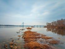 Puente de Moscú en Kiev. Ucrania Foto de archivo