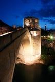 Puente de Mostar - escena de la noche imágenes de archivo libres de regalías
