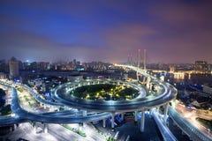 Puente de Nanpu en la noche Imagenes de archivo