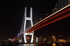Puente de Nanpu en la noche. Shangai Fotos de archivo libres de regalías