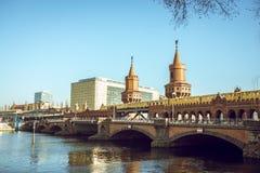 Puente de Oberbaum en Berlín foto de archivo libre de regalías