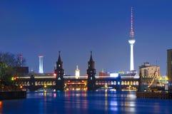Puente de Oberbaum, torre de la TV, Berlín Imágenes de archivo libres de regalías