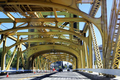 Puente de oro de la torre Imagen de archivo libre de regalías