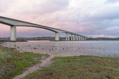 Puente de Orwell cerca de Ipswich con el cielo fotografía de archivo libre de regalías
