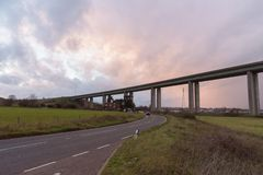 Puente de Orwell cerca de Ipswich con el cielo hermoso foto de archivo libre de regalías