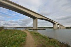 Puente de Orwell con el camino Imagen de archivo