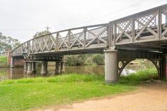 Puente de oscilación viejo Fotos de archivo