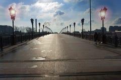 Puente de Patriarshy cerca de la catedral de Cristo el salvador en Moscú Imagenes de archivo