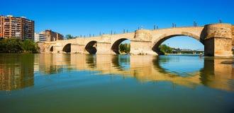 Puente de Piedra à Zaragoza Photos libres de droits