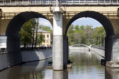 Puente de piedra amarillo Foto de archivo libre de regalías