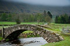 Puente de piedra antiguo Imagen de archivo libre de regalías