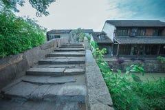 Puente de piedra de la ciudad antigua de Shangai Fengjin de China Foto de archivo libre de regalías