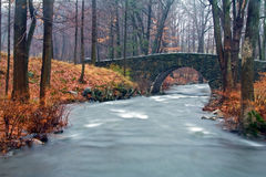 Puente de piedra del arco Fotos de archivo