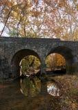 Puente de piedra en caída Imagen de archivo