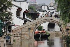 Puente de piedra en calle del yuehe Foto de archivo