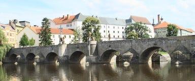 Puente de piedra en Pisek Fotos de archivo libres de regalías