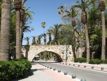 Puente de piedra - la entrada a la fortaleza Imagen de archivo libre de regalías