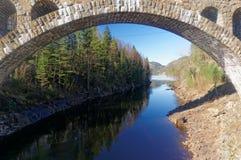 Puente de piedra noruego Foto de archivo libre de regalías