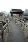 Puente de piedra tradicional chino en Shangri-La Guilin, Guilin Imagen de archivo libre de regalías