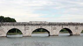Puente de piedra viejo Rímini de Tiberius metrajes