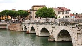 Puente de piedra viejo Rímini de Tiberius almacen de video