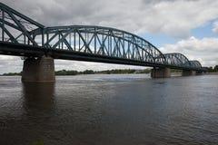 Puente de Pilsudski en el río Vistula en Torun Foto de archivo libre de regalías