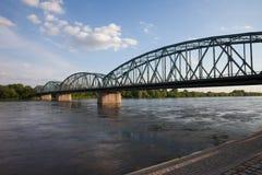 Puente de Pilsudskiego en el río Vistula en Torun Imagen de archivo