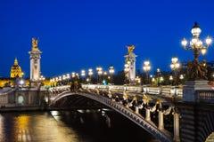 Puente de Pont Alejandro III sobre el río el Sena con noche hermosa Imágenes de archivo libres de regalías