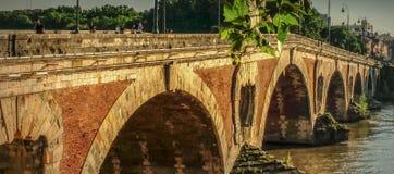 Puente de Pont Neuf, río de Garona, Toulouse, Francia foto de archivo libre de regalías
