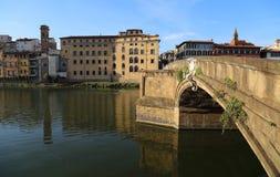 Puente de Ponte Santa Trinita en Florencia, Italia Imagenes de archivo
