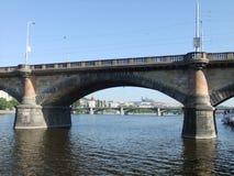 Puente de Praga, castillo de Praga debajo Fotografía de archivo