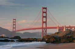 Puente de puerta de oro de la playa Imagen de archivo libre de regalías