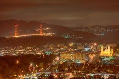 Puente de puerta de oro de picos gemelos Imagen de archivo