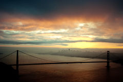 Puente de puerta de oro en el amanecer Fotos de archivo libres de regalías