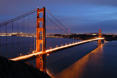 Puente de puerta de oro en el amanecer imagenes de archivo