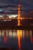 Puente de puerta de oro en la oscuridad Imágenes de archivo libres de regalías