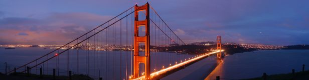 Puente de puerta de oro en la oscuridad Imagenes de archivo