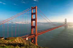 Puente de puerta de oro en la puesta del sol Foto de archivo libre de regalías