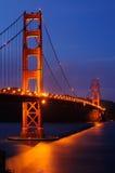 Puente de puerta de oro iluminado Foto de archivo libre de regalías